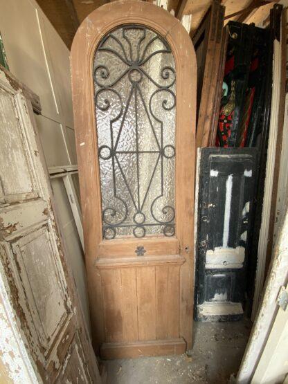 LEEN_Oude bouwmaterialen_Antieke voordeur met ronding B82326