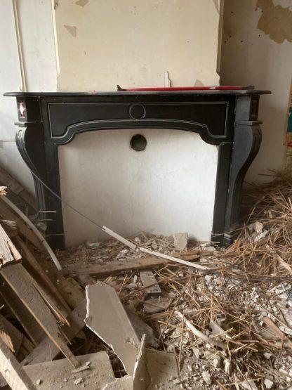 LEEN_Oude bouwmaterialen_Zwart marmeren schouw D17227