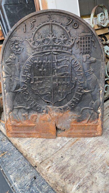 LEEN_Oude bouwmaterialen_Haardplaat Familie wapen D34274
