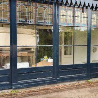 LEEN_Oude bouwmaterialen_Voorgevel met glas in lood D54846