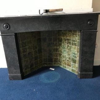 LEEN_Oude bouwmaterialen_Zwart marmeren schouw E20349