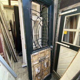 LEEN_Oude bouwmaterialen_Antieke voordeur met gietijzeren rooster E83413