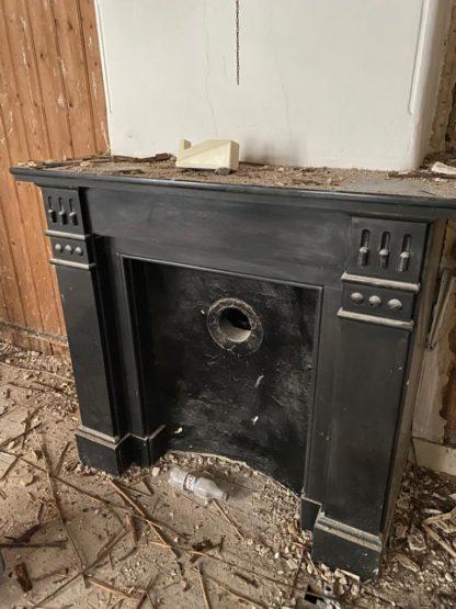 LEEN_Oude bouwmaterialen_Zwart marmeren schouw G51767