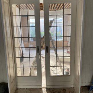 LEEN_Oude bouwmaterialen_Set ensuite deuren met glas in lood G67638