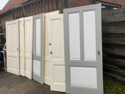 LEEN_Oude bouwmaterialen_Antieke deuren met 3-vaks verdeling G72995