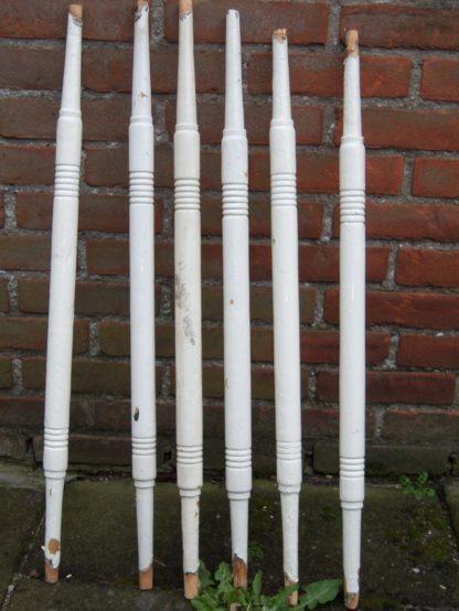 LEEN_Oude bouwmaterialen_Houten trapspijlen 500.10.100309