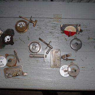 LEEN_Oude bouwmaterialen_Oude antieke toilet sloten vrij bezet 200.60.100692