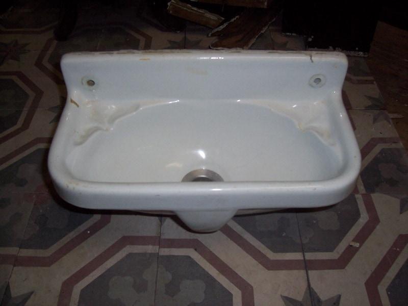Wasbakje wastafels sanitair te koop bij leen oude