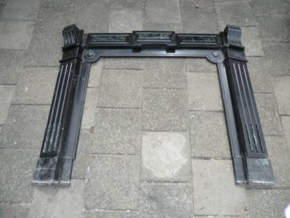 LEEN_Oude bouwmaterialen_Zwart marmeren schouw. 400.20.102365